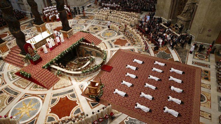 ĐTC chúc lành cho cuộc đọc kinh Mân Côi tiếp sức toàn cầu cầu nguyện cho các linh mục